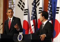 Президент Ли Мен Бак на совместной пресс-конференции с приехавшим в Сеул лидером США Бараком Обамой