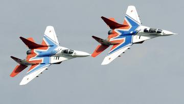 """Истребители МиГ-29 пилотажной группы """"Стрижи"""""""