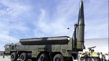 """Оперативно тактический ракетный комплекс """"Искандер-Э"""""""