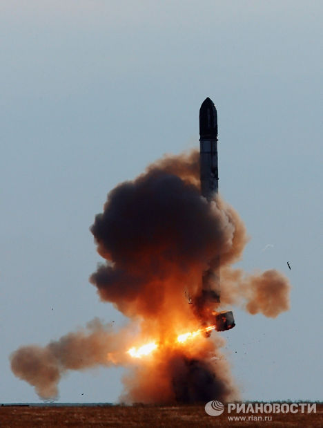 """Запуск ракеты РС-20 (""""Воевода"""") на полигоне """"Ясный"""""""