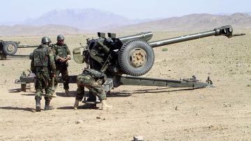 Афганская артиллерия стрелят по талибам