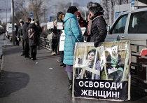Пикет сторонников Pussy Riot у здания Мосгорсуда
