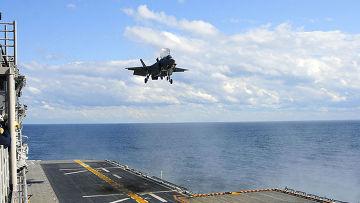 Вертикальная посадка F-35B на палубу УДК «Уосп»