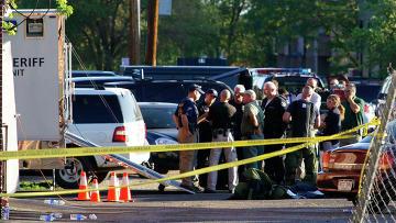 Полиция у дома подозреваемого в стрельбе в кинотеатре Денвера, США