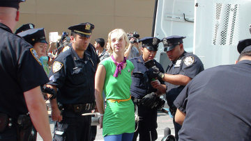 Задержание людей возле здания консульства РФ в Нью-Йорке