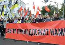 """Участники акции """"Марш миллионов"""" во время шествия по Бульварному кольцу в Москве"""