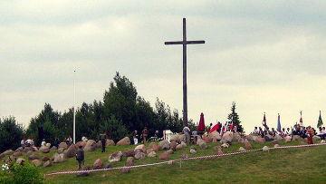 Крест в Гибах в память убитых в августовской облаве, Польша