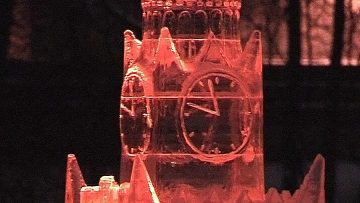 Невечное искусство. Ледовые символы городов мира представили в Москве