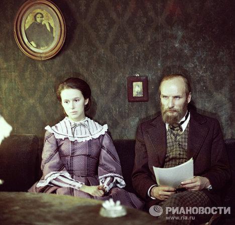 Актеры Солоницын и Симонова