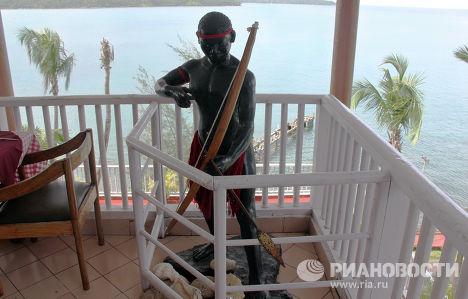 Фигура аборигена в одном из отелей в городе Порт-Блэр, Андаманские острова