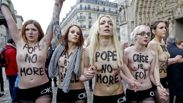 Активистки движения Femen в Париже