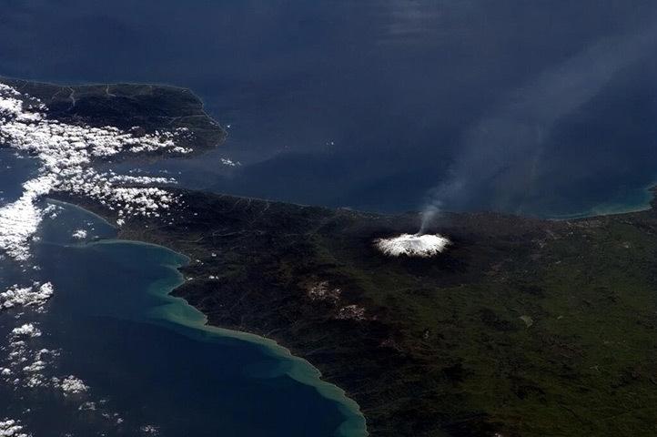 Снимок вулкана Этна из космоса