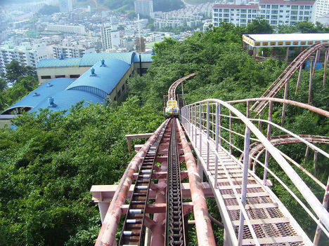 Заброшенный аттракцион в парке развлечений в Южной Корее