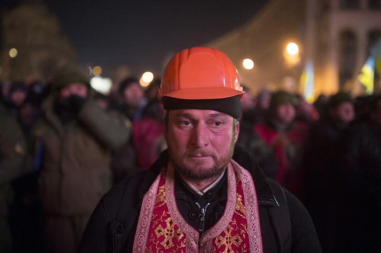 Внутренние войска начали штурм лагеря митингующих на Майдане