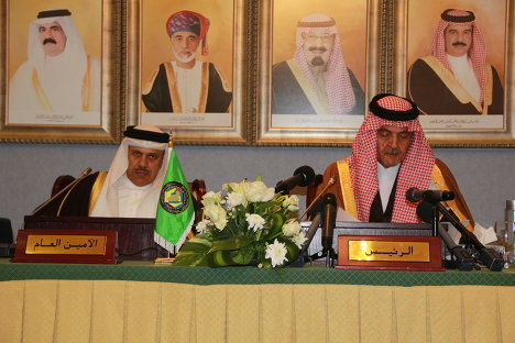 Генсек ССАГПЗ Абдуллятиф аз-Зиани (слева) и глава МИД Саудовской Аравии Сауд аль-Фейсал