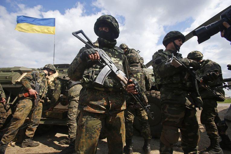 Солдаты украинской армии на окраине города Изюм, Восточная Украина