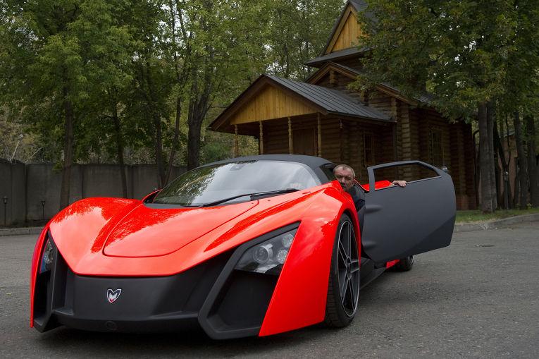 Президент компании Marussia Motors Николай Фоменко на территории завода по сборке первого отечественного спорткара