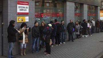 Очередь у центра занятости в Мадриде