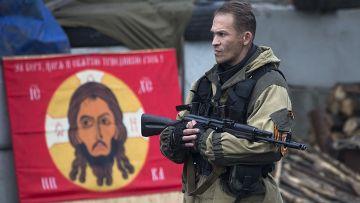 Ополченец на блокпосту неподалеку от аэропорта Донецка