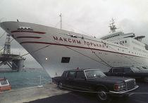 Теплоход «Максим Горький» на рейде у берегов Мальты