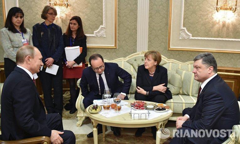 Президент России Владимир Путин, президент Франции Франсуа Олланд, канцлер Германии Ангела Меркель и президент Украины Петр Порошенко