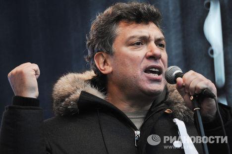 Борис Немцов на митинге оппозиции «За честные выборы» в Москве