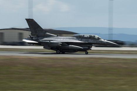 Истребитель F-16 Fighting Falcon на авиабазе Шпангдалем в Германии