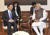 Премьер-министр Индии Нарендра Моди и министр иностранных дел Китая Ян Цзечи во время втсречи в Нью-Дели