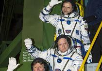 Космонавты Михаил Корниенко и Геннадий Падалка и астронавт НАСА Скотт Келли перед стартом корабля «Союз ТМА-16М» 43/44-й длительной экспедиции на Международную космическую станцию