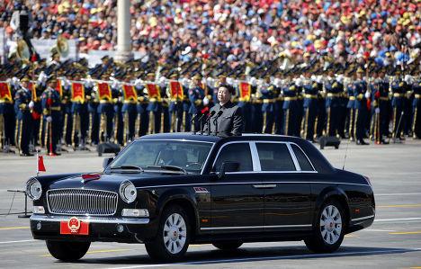 Председатель КНР Си Цзиньпин во время парада на площади Тяньаньмэнь в Пекине, посвященного победе в Японо-китайской войне и окончанию Второй мироой войны