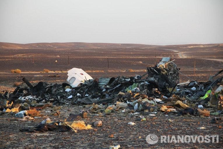 """На месте крушения самолета Airbus A321 авиакомпании """"Когалымавиа"""" в Египте"""
