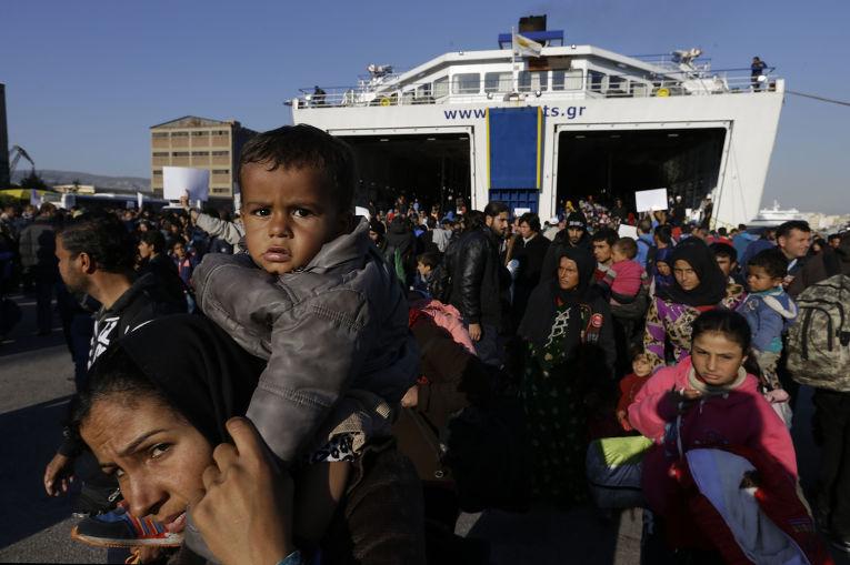 Беженцы в афинском порту