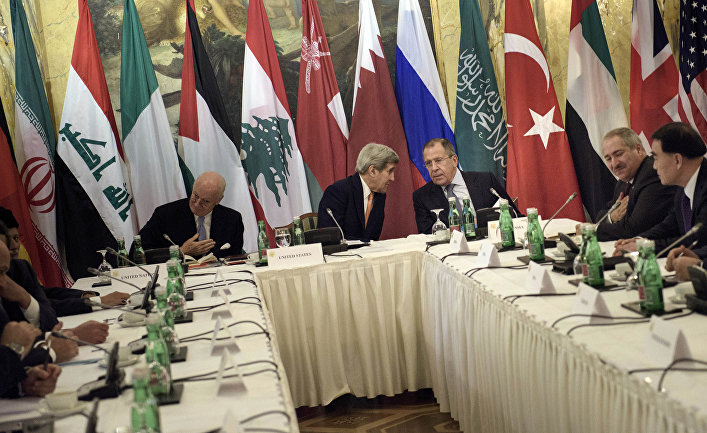 Сергей Лавров, Стефан де Мистура и Джон Керри на встрече по сирийскому урегулированию в Вене