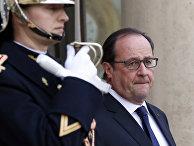 Президент Франции Франсуа Олланд встречает госсекретаря США Джона Керри, приехавшего в Париж после терактов 13 ноября