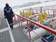 Работник «Газпрома» на газоизмерительной станции
