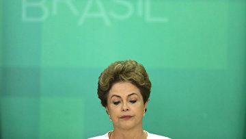 Президент Бразилии Дилма Русеф на пресс-конференции после запуска против нее процедуры импичмента