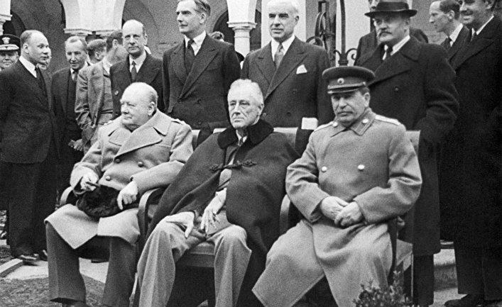 И.Сталин, Ф.Рузвельт и У.Черчилль на Крымской конференции в Ялте