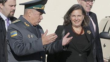 Виктория Нуланд во время визита на Украину