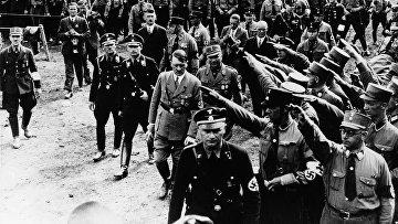 Адольф Гитлер на демонстрации в Нюрнберге, 1933 год