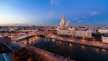 Вид на город, открывающийся с одной из московских крыш