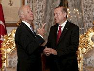 Вице-президент США Джо Байден и президент Турции Реджеп Тайип Эрдоган во время встречи в Стамбуле