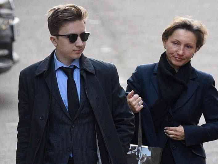 Марина Литвиненко с сыном Анатолием прибывают в Королевский суд в Лондоне
