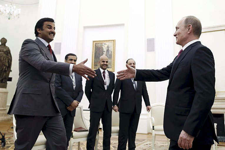Президент России Владимир Путин и эмир Катара шейх Тамим бен Хамад Аль Тани во время встречи в Кремле.