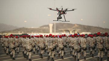 Солдаты вооруженных сил Саудовской Аравии во время военного парада в Эр-Рияде накануне ежегодного хаджа