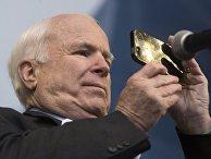 Сенатор США Джон Маккейн на акции сторонников евроинтеграции Украины
