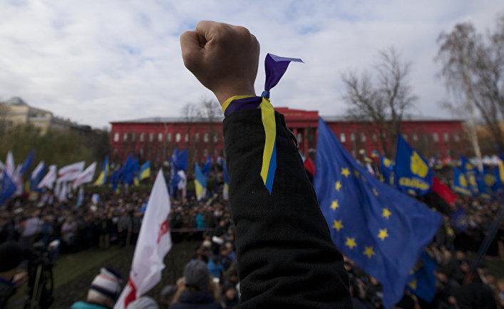 Участники акции протеста на Площади Независимости в Киеве