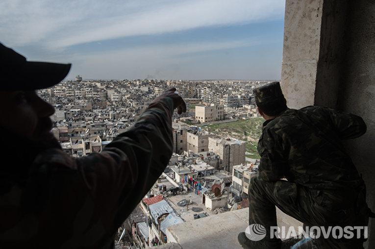Военнослужащие Сирийской Арабской армии в городе Алеппо
