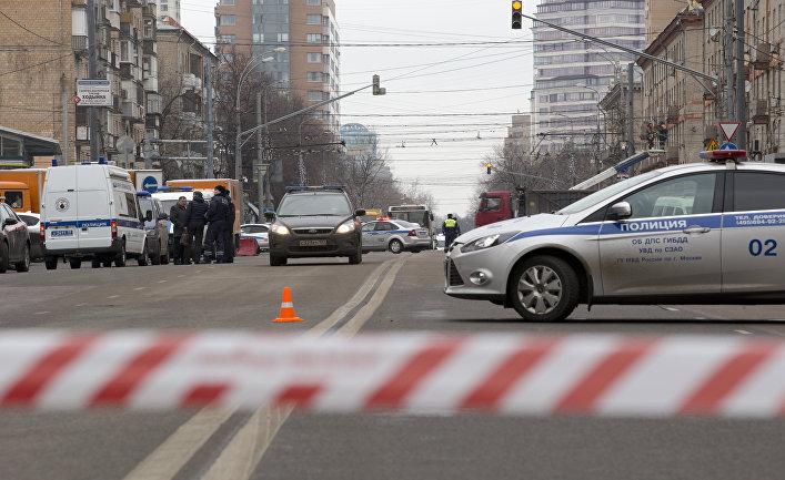 """Полиция у метро """"Октябрьское поле"""" в Москве"""