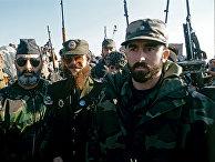 Один из руководителей чеченских бандформирований, террорист  Салман Радуев (в центре) со своими сторонниками на предвыборном митинге в Грозном в январе 1997 года