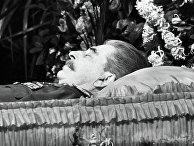 Иосиф Виссарионович Сталин в гробу